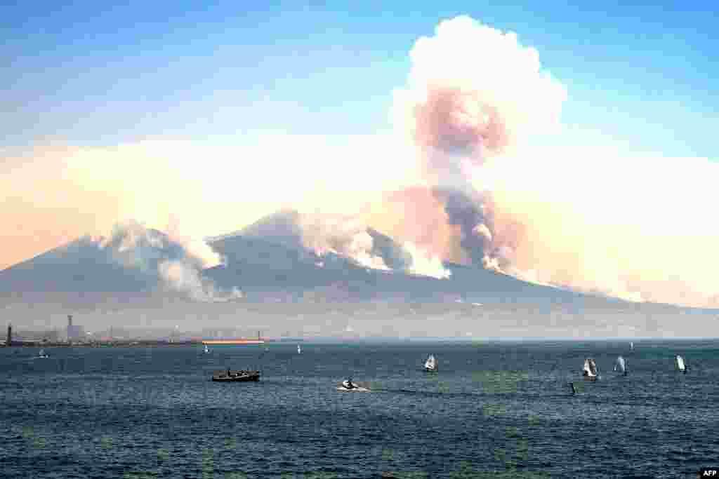 Горів навіть схил вулкана Везувій. Італійські ЗМІ повідомляють, що частина пожеж – підпали, влаштовані місцевими злочинними угрупованнями, які борються за земельні ділянки