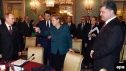 Ресей президенті Владимир Путин, Германия канцлері Ангела Меркель және Украина президенті Петр Порошенко. Милан, 17 қазан 2014 жыл.
