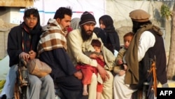 Жители Северного Вазиристана, прибывшие в Банну, январь 2014
