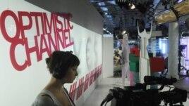 """""""Дождь"""" телеарнасы операторы. Мәскеу, 19 желтоқсан 2011 жыл. (Көрнекі сурет)"""