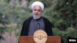 حسن روحانی در حاشیه نشست کابینهاش با خبرنگاران سخن میگفت