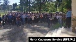 Митинг в Абхазии по поводу отравления Аслана Бжания