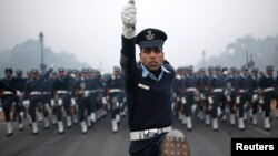 India - Indian Air Force soldiers rehearse for the Republic Day parade on a cold and foggy winter morning in New Delhi December 30, 2014