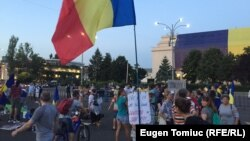 Scores of protesters show up on August 14 outside the government building in Bucharest, calling for the resignation of Prime Minister Viorica Dancila's cabinet.