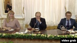 Владимир Путин во время чаепития с победителями конкурса управленцев, 12 февраля 2018 года