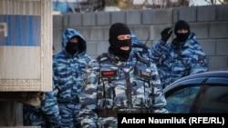Крымдагы орусиялык күч кызматкерлери.