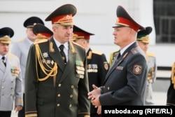 Юры Караеў (зьлева) з тагачасным міністрам унутраных справаў Ігарам Шуневічам, 2018 год