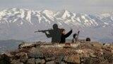 Туристы возле скульптуры израильского солдата на Голанских высотах
