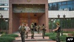 Ռուս անջատականները գրավել են Ազգային բանկի շենքը Դոնեցկում, 16 հունիսի, 2014թ.