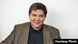 Жарас Ахметов, экономист.