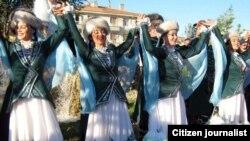 Әнкарада Зәки Вәлиди Тоган паркы ачылышында башкорт биючеләре, 2010 ел