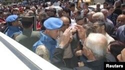 БМТ кузатувчилари Ҳомс шаҳрига борган пайт, 2012 йил 22 апрел.