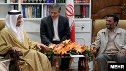 وزیر امور خارجه امارات (چپ) در بیانیه ای سفر محمود احمد نژاد به جزیره ابوموسی را محکوم کرده است.
