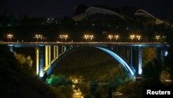 Երևանի Կիևյան կամուրջը երեկոյան