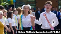 Шкільний вальс у виконанні випускників середньої загальноосвітньої школи №63 міста Києва. 28 травня 2016 року