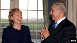 بنیامین نتانیاهو، نخست وزیر اسرائیل (راست) با هيلارى كلينتون، وزير امور خارجه آمریکا دیدار کرد.