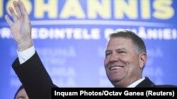 Клаус Йоханніс реагує на отримання перших результатів екзит-полу після другого туру президентських виборів у Бухаресті, Румунія, 24 листопада 2019 року.