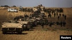 Израильские войска после очередного рейда в сектор Газа. 25 июля 2014 г.