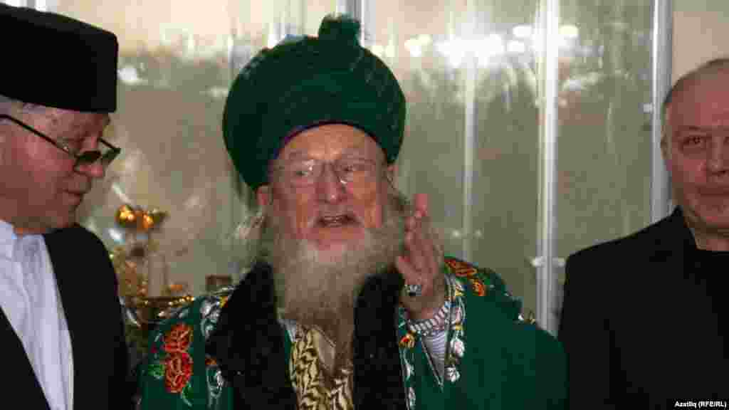 """Баш мөфти Тәлгать Таҗетдин һәм """"Ихлас"""" мәчете имам-хатибы Мөхәммәт Галләм"""