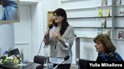 Jurnalista Lina Grâu (Radio Europa Liberă) și scriitoarea Ana Blandiana