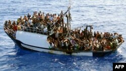 Судно с мигрантами, перехваченное французской береговой охраной