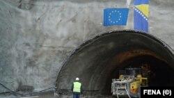 U posljednjih 20-ak godina, u Bosni i Hercegovini je izgrađeno nešto više od 200 kilometara autoceste, uglavnom na odvojenim dionicama.