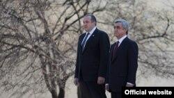 Президенты Армении и Грузии - Серж Саргсян (справа) и Георгий Маргвелашвили, Ереван, 27 февраля 2014 г.