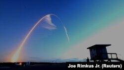 Пуск ракеты-носителя «Атлас-5» с кораблем «Старлайнер».
