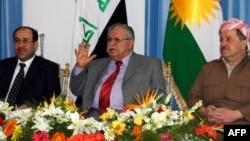الرئيس طالباني يتوسط المالكي وبارزاني في اجتماع لحل الخلافات بين بغداد واربيل عام 2011