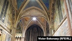 Церковь святого Франциска в Ассизи (Италия)