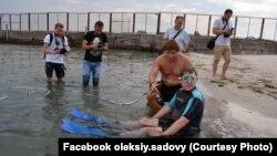 Олексій Садовий занурюється з аквалангом. Фото з особистого архіву