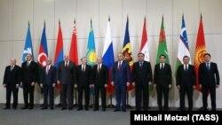 Главы государств СНГ на Саммите в Сочи, 11 октября 2017 года.