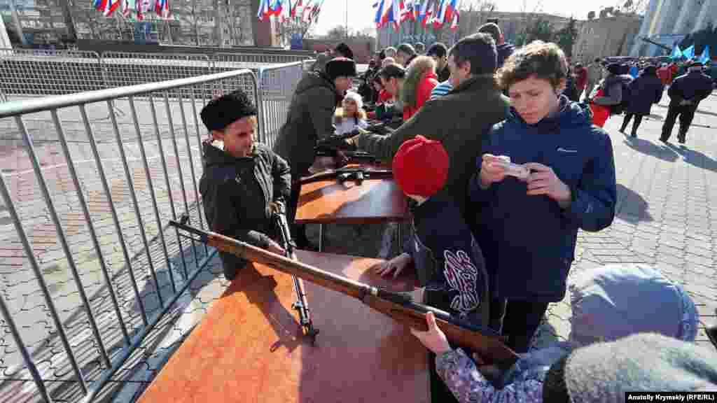 Казаки ж показували зразки стрілецького озброєння часів Другої світової війни