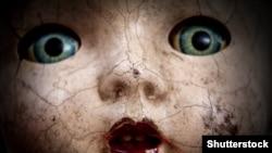 Старинная кукла в кракелюрах