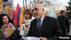 ԱԻՄ-ի բողոքի ակցիան Հայաստանի նախագահի նստավայրի մոտ, արխիվ