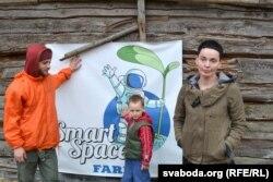 Эмблема Smart Space Farm, суарганізатары Максім Ляховіч і Юлія Кудзіна