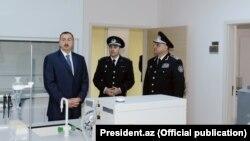 İlham Əliyev (solda) və Eldar Mahmudov (sağda)