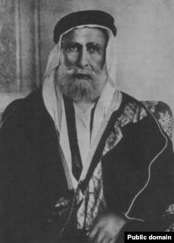 Britaniýalylar yslam äleminiň öňbaşçylygyny Osman soltanyndan alyp, haşemileriň lideri Hüseýn ibn Ali al-Haşemä tabşyrypdyrlar.