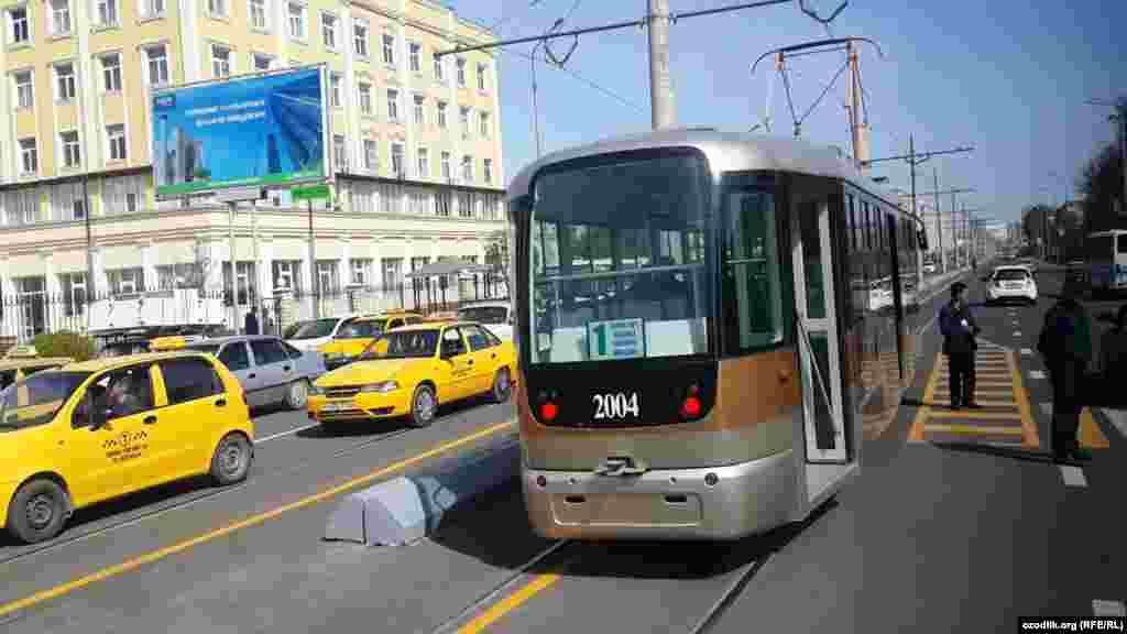 Во время своего визита в Самарканд 5 октября 2016 года Мирзияев предложил построить в городе трамвайные пути для развития транспортной системы пассажирских перевозок.