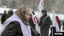 «Яблоко» продолжают надкусывать в разных регионах России