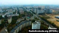 Поки що у спальний район Києва Виноградар ходить лише наземний транспорт