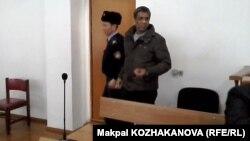На суде по делу Сарфараза Хуссаина, обвиняемого в организации канала незаконной миграции. Алматы, 23 января 2015 года.