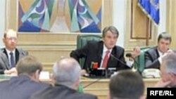 Виктор Ющенко намерен принять решение о судьбе парламента в среду - чуть позже ранее объявленного срока