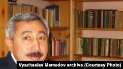 """nternet tehnologiýalary boýunça bilermen, """"Türkmenistanyň Demokratik Graždan bileleşiginiň"""" ýolbaşçysy Wýaçeslaw Mämmedow"""