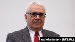 فریدون خاوند، استاد اقتصاد در پاریس
