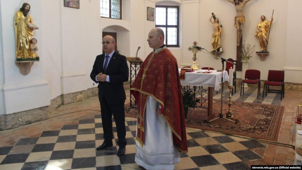 Богослужіння відвідав посол України в Словенії Михайло Бродович (праворуч)