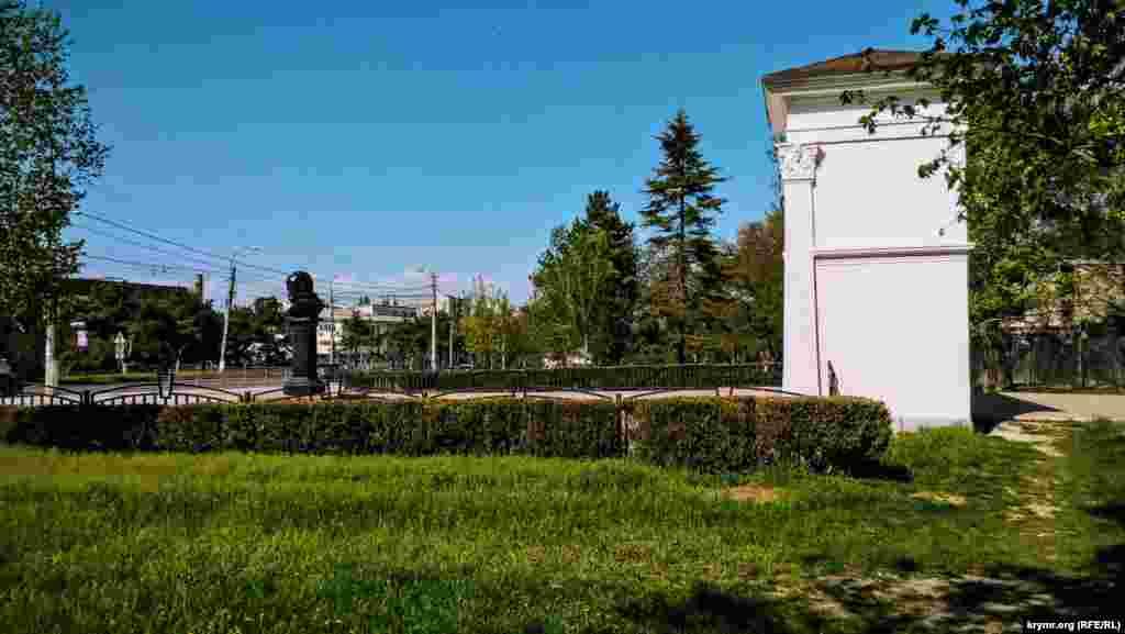 Свое название парк получил к 150-летию украинского поэта Тараса Шевченко ‒ в 1964 году. Тогда же на пересечении аллей парка установили памятник украинскому поэту. Однако позже его убрали