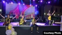 Босанскиот бенд Дубиоза Колектив свири на Пиво фест во Прилеп 2012.