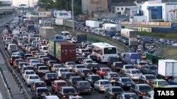Строительство ЦКАД планируют закончить к 2012 году. Автомобилисты сомневаются и в этой дате, и в эффективности новой транспортной системы