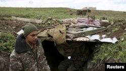 Pamje e një pjesëtari të forcave të separatistëve të mbështetur nga armenët në Nagorno-Karabah